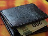 Баба от Перник намери портфейл на италианец с дебитни карти и евро, отнесе си го вкъщи