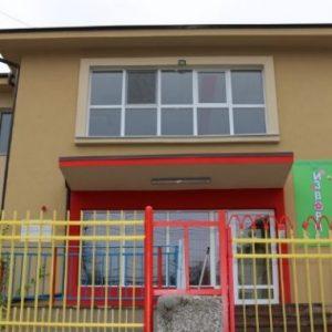 Дете на 3 години избяга от детска градина, прекоси опасно кръстовище и два квартала
