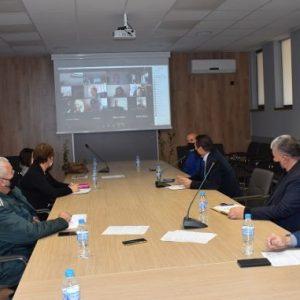 Решено: Гимназистите в Перник продължават да учат дистанционно, по-малките – да ходят на училище