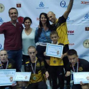 С четири златни и един бронзов медал се завърнаха кикбокс бойците на Перник от международен турнир