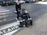 Група младежи направиха Центъра на Перник по-достъпен за инвалиди и майки с колички