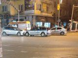 """Две коли се блъснаха челно на светофарите пред кафе """"Рай"""""""