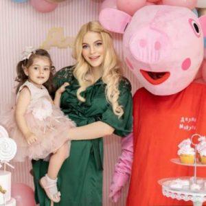 Крехката земенчанка Вероника Стефанова ще става майка за втори път
