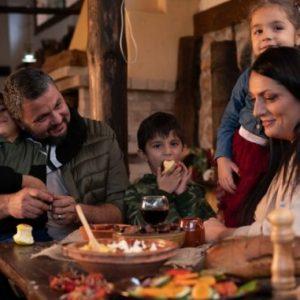 Младо семейство възражда село Бусинци