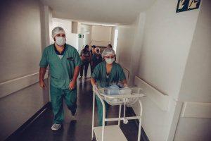 Нови 10 перничани с ковид приеха в болница за денонощие