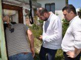 Областният Емил Костадинов проверява налягането на водата в Брезник