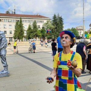 Перник празнува 91 години с пъстри атракции на площада – СНИМКИ