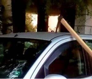 Семеен скандал в пернишкия кв. Църква: Пиян дядо заби кирка в колата на внука си