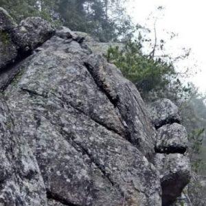 Скален феномен край манастира в село Кладница – СНИМКА