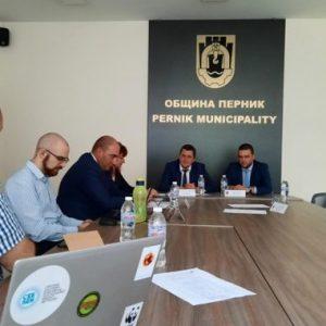 Управниците на Перник и Бобов дол се събраха да обсъдят справедливия преход от въглища към алтернативна енергия