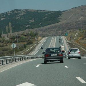 """Ще изграждат шумоизолиращи стени на автомагистрала """"Струма"""" при кв. """"Църква"""" в Перник"""